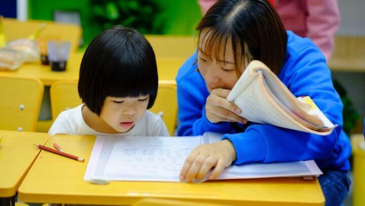 小学生の宿題が終わらない!量が多いときは先生に相談 Photo by Jerry Wang on Unsplash